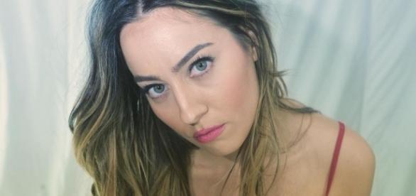 Paola Saulino in body rosso su Instagram