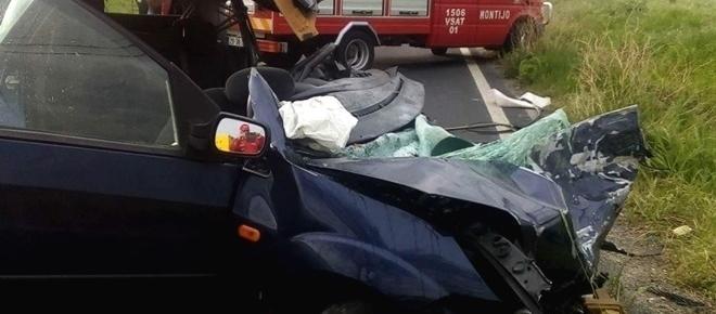 Dois mortos em choque frontal entre carro e camião cisterna