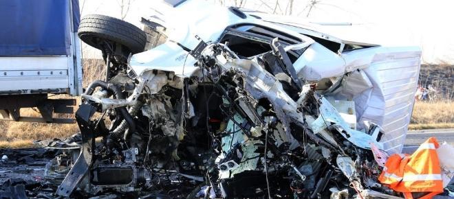 VIDEO: TREI MORȚI într-un ACCIDENT în ITALIA. O furgonetă s-a ciocnit cu un TIR