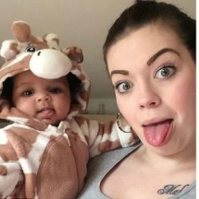 Annastazia Merrett com a filhinha Savannah