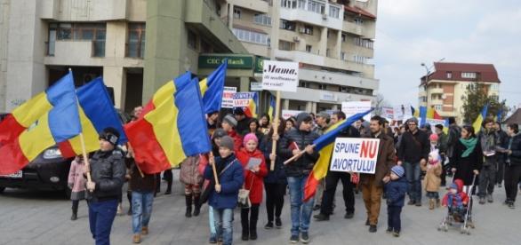 """FOTO """"Marșul pentru viață"""", pe străzile Sucevei"""