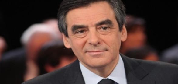 François Fillon navigue dans les eaux troubles du Front National