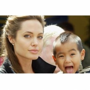 Angelina Jolieà nouveau confrontée à une affaire d'adoption non-autorisée