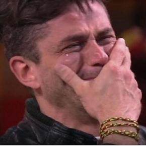 Marcos Harter ficou muito emocionado ao ver sua família no vídeo do anjo