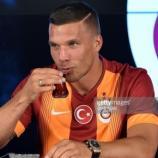Noch kann er türkischen Tee schlürfen. Ab dem Sommer gehts für Lukas Podolski nach Japan! - gettyimages.com
