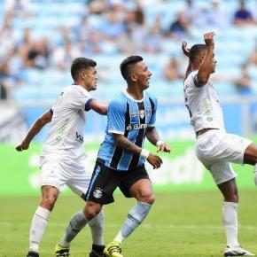 Barrios atuando pelo Grêmio em jogo válido pelo Gaúchão