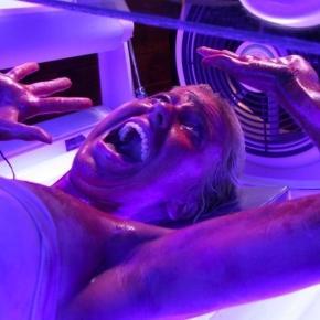 Napoli, va al centro estetico e muore: colpa della lampada abbronzante?