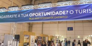 Expositor dedicado às oportunidades de emprego