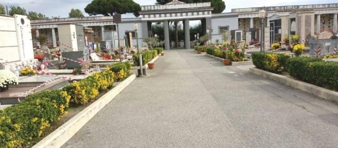 Nuovi loculi al cimitero di Pompei: c'è chi preferisce il rimborso all'attesa