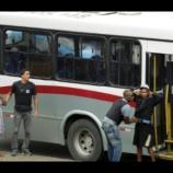 Sequestro: Bandido mantém reféns 30 passageiros em ônibus na ponte Rio-Niterói (Foto: Gabriel Paiva/O Globo)