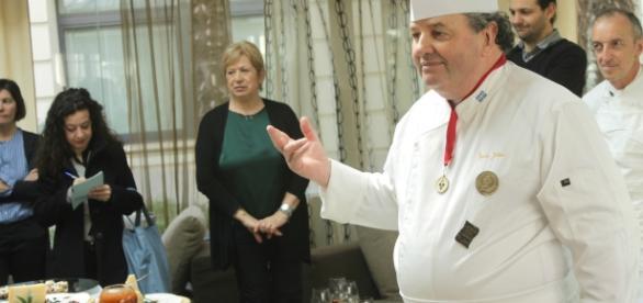 Lo chef Julien durante l'appuntamento Apperò....il Québec!