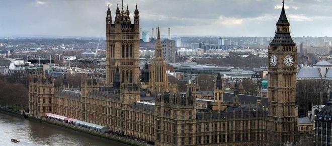 Attentato a Londra, pedoni falciati da un'auto a Westminster: ecco il bilancio