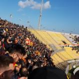 """Una foto dello stadio """"Via del mare""""."""