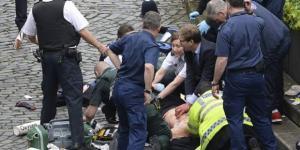 Tobias Ellowd é o deputado britânico que na imagem se vê a realizar as manobras de reanimação ao polícia esfaqueado