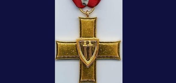 Krzyż Grunwaldzki I Klasy, którym odznaczano wojskowych i niektórych cywilów od 15 VII 1945