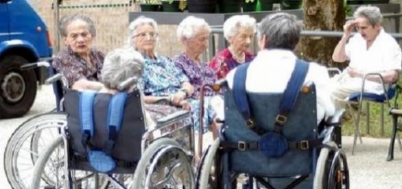 Bătrâni din Italia care au nevoie de badante