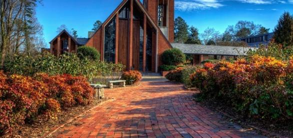 Kirche kann Heimat sein, wonach man Heimweh bekommen kann.