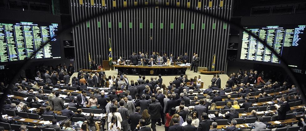 Líderes querem punir deputados infiéis ao governo Temer