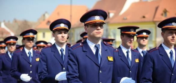 Sindicatele din Poliție amenință guvernul că polițiștii se vor ... - turnulsfatului.ro