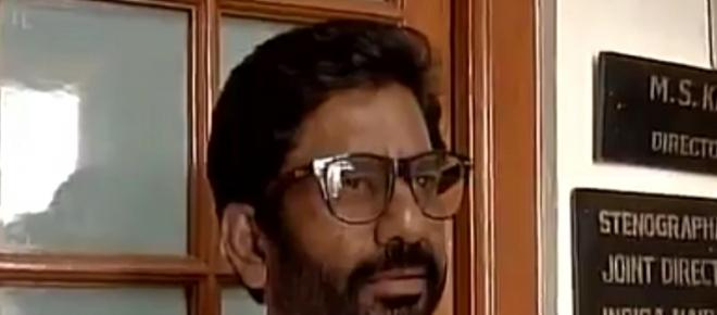 Indian MP Gaikwad blacklisted and FIR filed after he beats AI staff with slipper