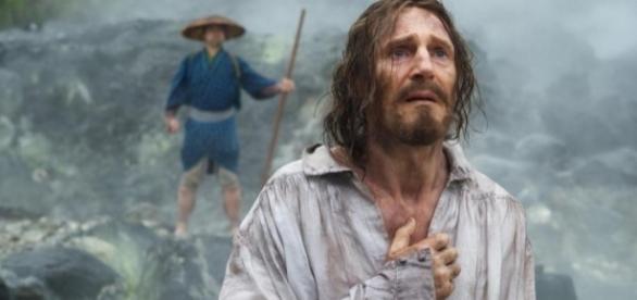 O ator Liam Neeson a dar vida ao missionário Cristóvão Ferreira no filme Silence