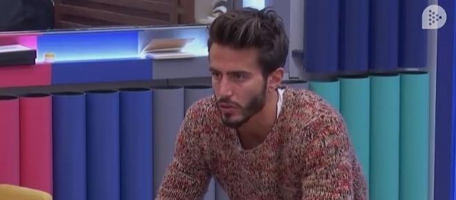 Marco siente tensión entre él y Alyson y la acaba destripando junto a Daniela