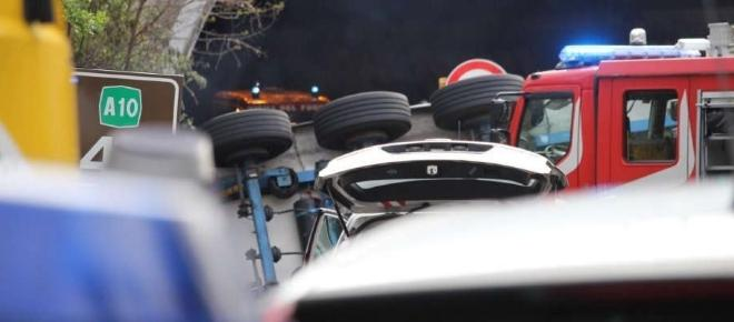 Tir travolge e uccide due operai in un cantiere autostradale