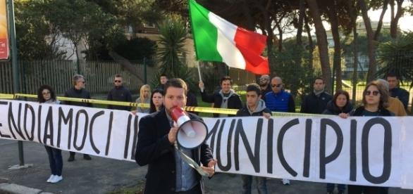 Il sit-in di CasaPound che ha impedito i mercatini dei rom