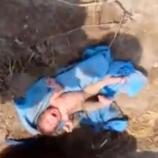 Un copil îngropat de viu în India, a fost salvat și dus la spital - Foto: captură YouTube