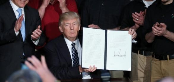 Trump signs order dismantling Obama-era climate policies | TRT World - trtworld.com