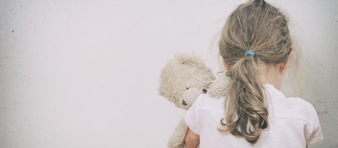 Estagiária de creche agride com tapas bebê de apenas 7 meses