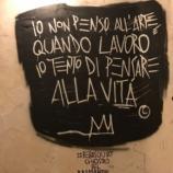 una delle frasi di Basquiat su muri del Chiostro del Bramante