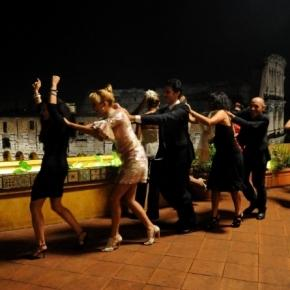 Il trenino umano usato come escamotage per non pagare in Spagna