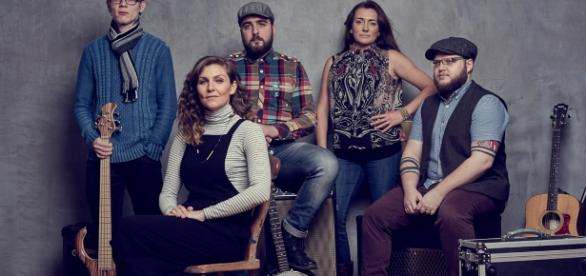 The Idolins: Karen Smalley, Nick Scott, Bar Morton, Mark Rice, Tom Dukes