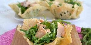 Cestini di parmigiano, rucola e salmone (foto - misya.info)