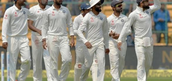 Kohli saluting Indian crowds | ESPN Cricinfo - espncricinfo.com