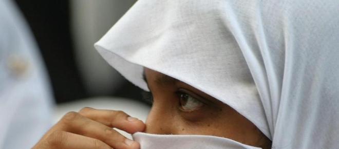 Bologna, ragazzina musulmana rifiuta velo e viene punita dalla madre