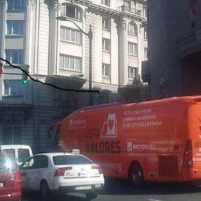La organización HazteOir.org desata la polémica con el lema impreso en un autobús