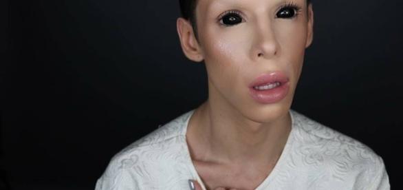 Vinny Ohh, 110 operazioni chirurgiche per diventare 'genderless', al di là del genere, perfect alien. Foto: Facebook.