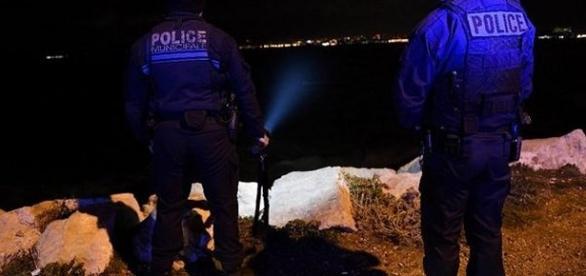 A Marseille, une famille se fait emportée par une gigantesque vague