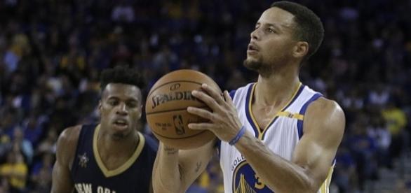 Curry entra en el Top 10 de triplistas
