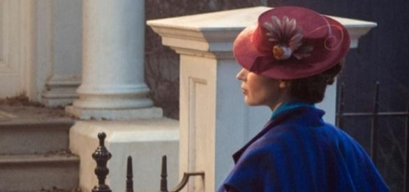 Emily Blunt nails the look for 'Mary Poppins Returns'. / Photo from 'Entertainment for Now' - entertainmentfornow.com