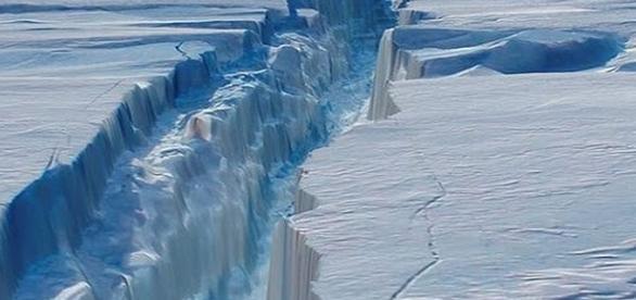 La frattura che provocherà il distaccamento dell'iceberg