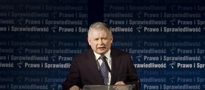 PiS zaczął tracić w sondażach – to zasługa akcji palikotowców