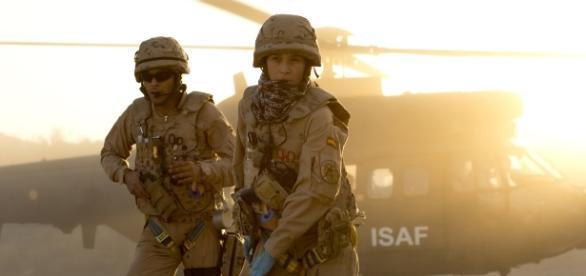 """Escena inicial de """"Zona hostil"""". Los médicos militares acuden a un rescate."""
