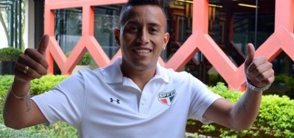 São Paulo renova com jogadores e blinda elenco