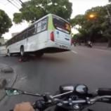 Motociclista escapa por milagre