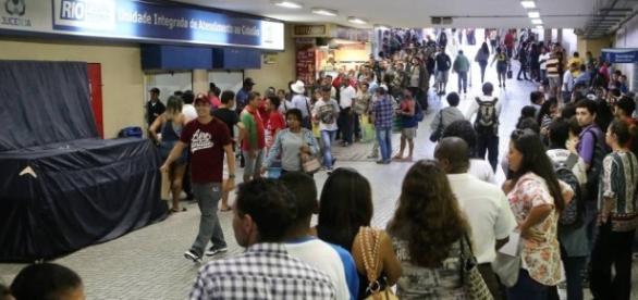 Filas do desemprego: recessão deixa 12 milhões de brasileiros sem trabalho (Guilherme Pinto - O Globo)