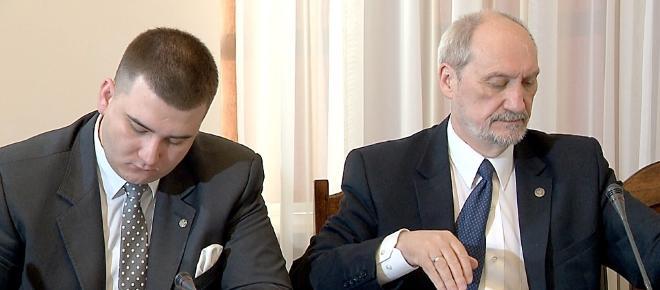 Czy zarobki Misiewicza w MON są zapłatą za milczenie?