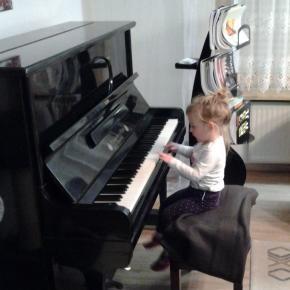 Klavierspielen fasziniert und lässt Zeit und Raum vergessen